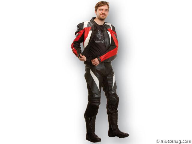 bien choisir sa combinaison moto cuir deux pi ces moto magazine leader de l actualit de la. Black Bedroom Furniture Sets. Home Design Ideas