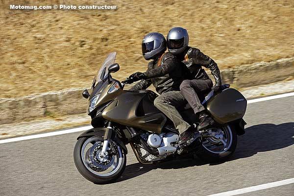 honda 700 deauville moto magazine leader de l. Black Bedroom Furniture Sets. Home Design Ideas
