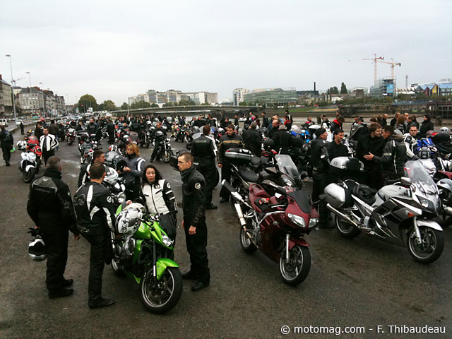 nantes 44 300 manifestants contre le contr le technique moto magazine leader de l. Black Bedroom Furniture Sets. Home Design Ideas