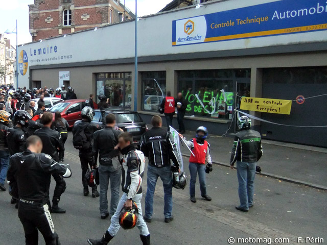 manif anti contr le technique amiens 700 motards devant moto magazine leader de l. Black Bedroom Furniture Sets. Home Design Ideas