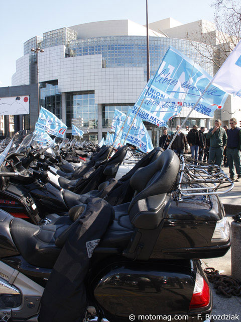 Manif Moto-taxis 21 mars : motards syndiqués