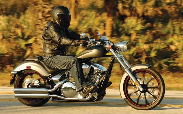 moto et mal de dos les trucs anti bobos moto magazine leader de l actualit de la moto et. Black Bedroom Furniture Sets. Home Design Ideas