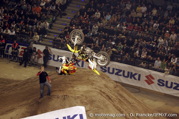 FMX Berlin : Peters en backflip heal clicker