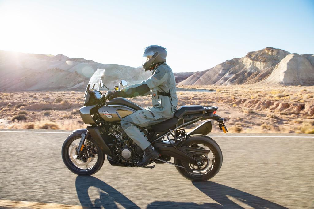 La Harley 1250 Pan America à partir de 15 990 € 201482_pan-am_ra1250_01623
