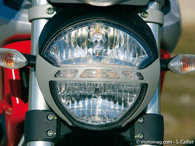 Ducati 1100 Monster : phare inéxistant !
