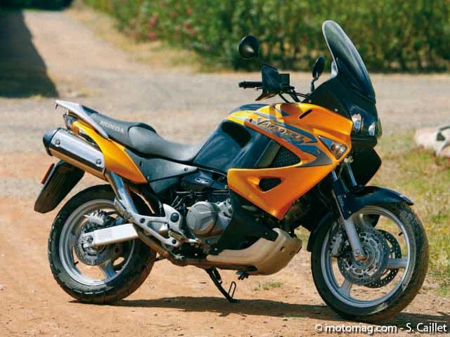 comparatif bmw r 1200 gs honda 1000 varadero ktm 990 moto magazine leader de l. Black Bedroom Furniture Sets. Home Design Ideas