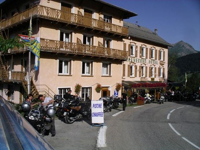 H tel restaurant le belv d re moto magazine leader de for Hotel avec garage moto