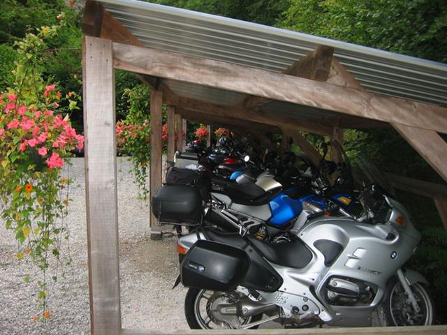 Roadtrip moto en france laissez vous guider par les for Hotel avec garage moto
