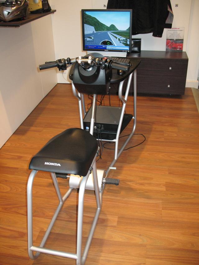 le honda riding trainer un simulateur de conduite moto magazine leader de l. Black Bedroom Furniture Sets. Home Design Ideas