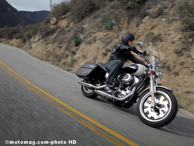 Harley SuperLow 1200T : en virage
