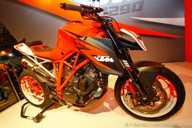 ktm 1290 superduke r le proto en vid o moto magazine leader de l actualit de la moto et. Black Bedroom Furniture Sets. Home Design Ideas