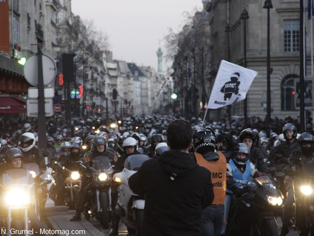 Manifestation des Motards en colère à Paris : dispertion devant l'Hôtel de ville !