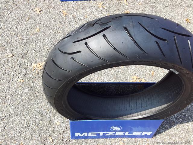 test pneus moto metzeler z8 m o plus qu 39 une volution moto magazine leader de l actualit. Black Bedroom Furniture Sets. Home Design Ideas