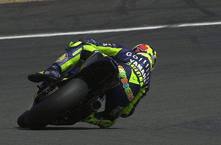 c969ddbde42 Lors de la seule séance d'essais qualificative, qui s'est heureusement  déroulée par un temps chaud et sec, Valentino Rossi se permet d'améliorer  le record ...