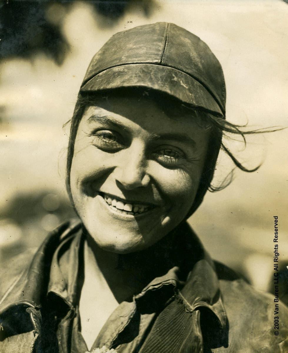 En 1916, la première traversée féminine à moto des USA Adeline-van-buren-traversee-usa-1916_09