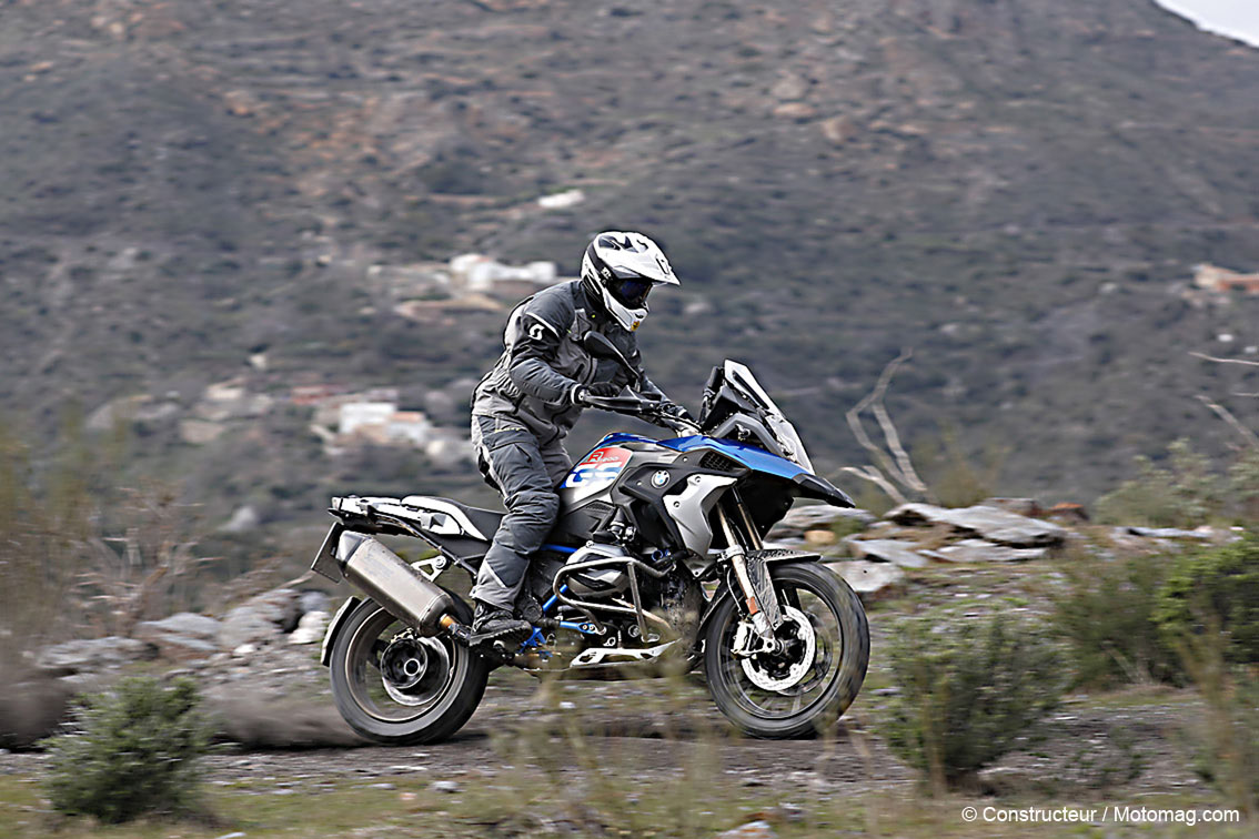 bmw r 1200 gs 2017 l embarras du choix moto magazine leader de l actualit de la moto et. Black Bedroom Furniture Sets. Home Design Ideas
