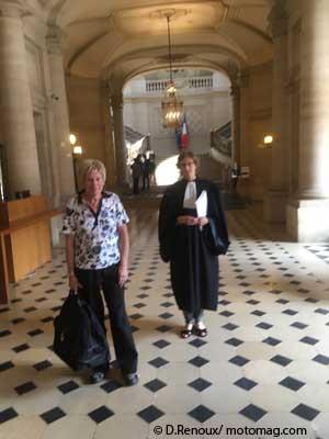 Paul de Metairy et l'avocate Isabelle Galy arrivant au Conseil d'Etat