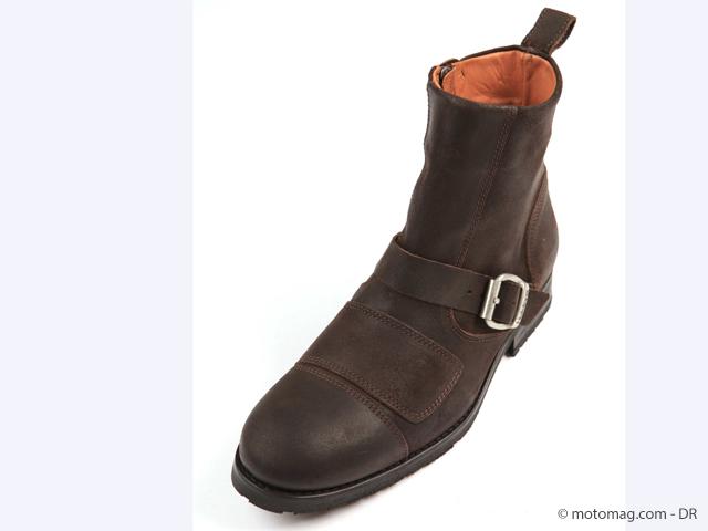 http://www.motomag.com/IMG/jpg/chaussure_helston.jpg