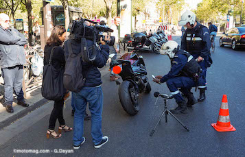 Contrôle du bruit des motos : quelles règles doivent être respectées ? Controle_bruit_moto_paris_9200018-2