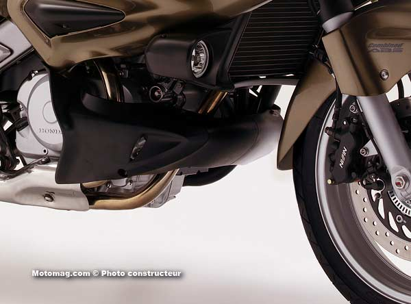 honda 700 deauville moto magazine leader de l autos post. Black Bedroom Furniture Sets. Home Design Ideas