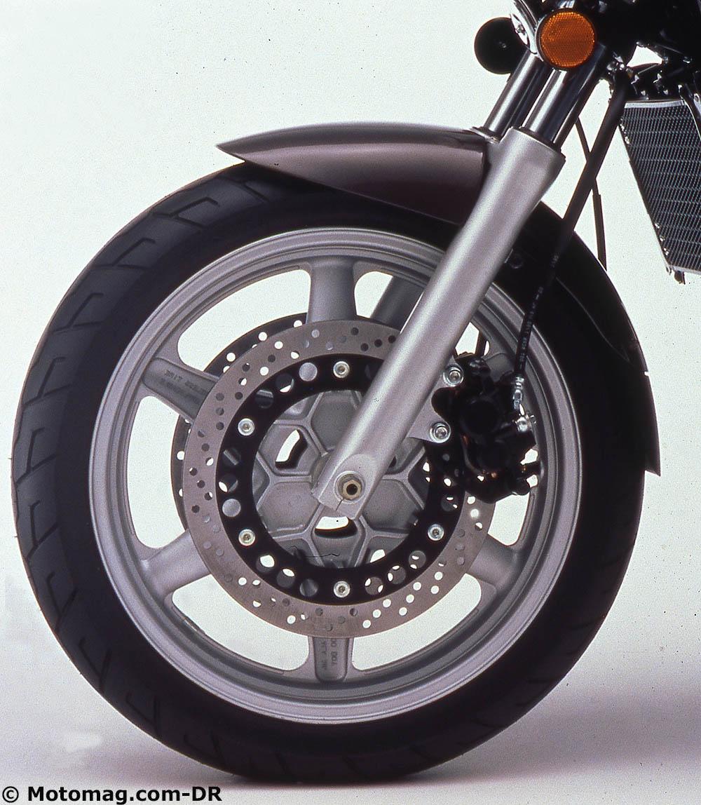 suzuki gsx 1100 g une bonne grosse b cane moto. Black Bedroom Furniture Sets. Home Design Ideas
