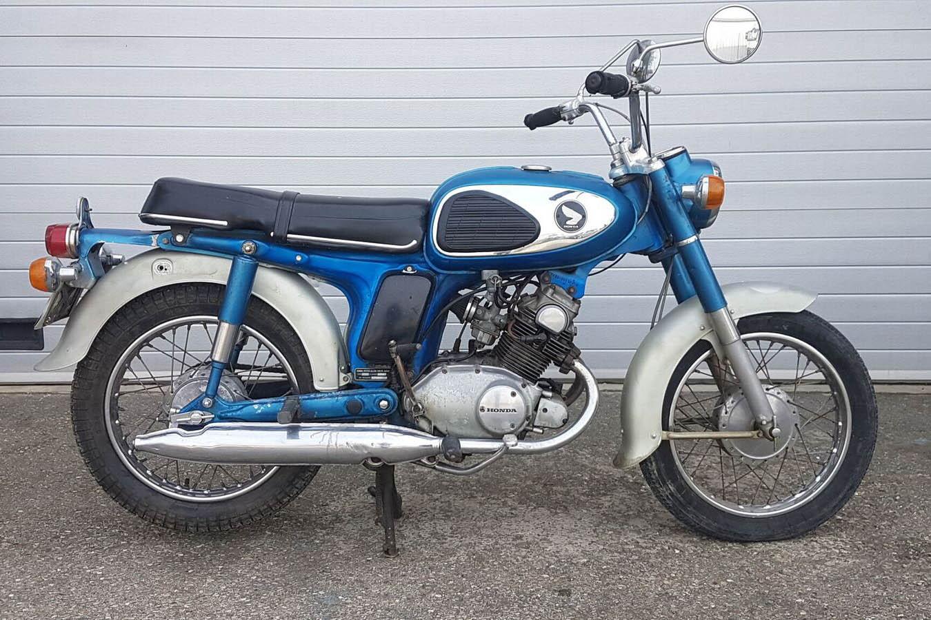 vente de motos anciennes aux ench res drouot 75 moto magazine leader de l actualit de. Black Bedroom Furniture Sets. Home Design Ideas
