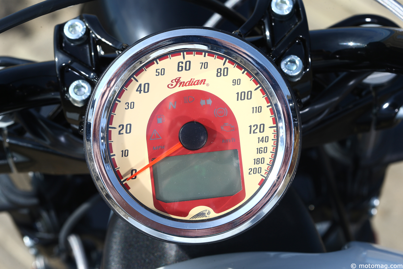 Indian Scout Sixty : compteur astucieux