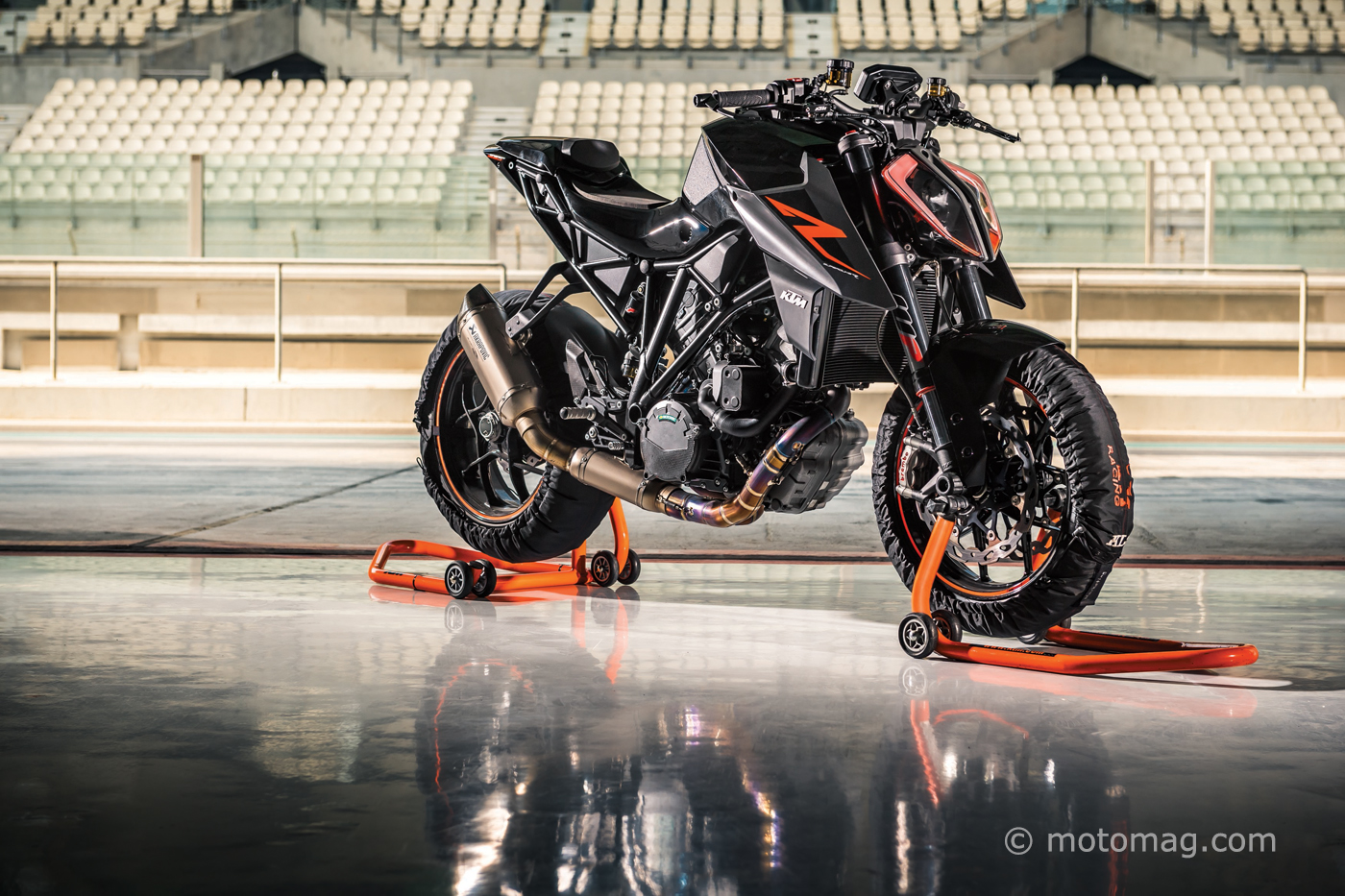 ktm 1290 super duke r 2017 mont e en gamme moto. Black Bedroom Furniture Sets. Home Design Ideas
