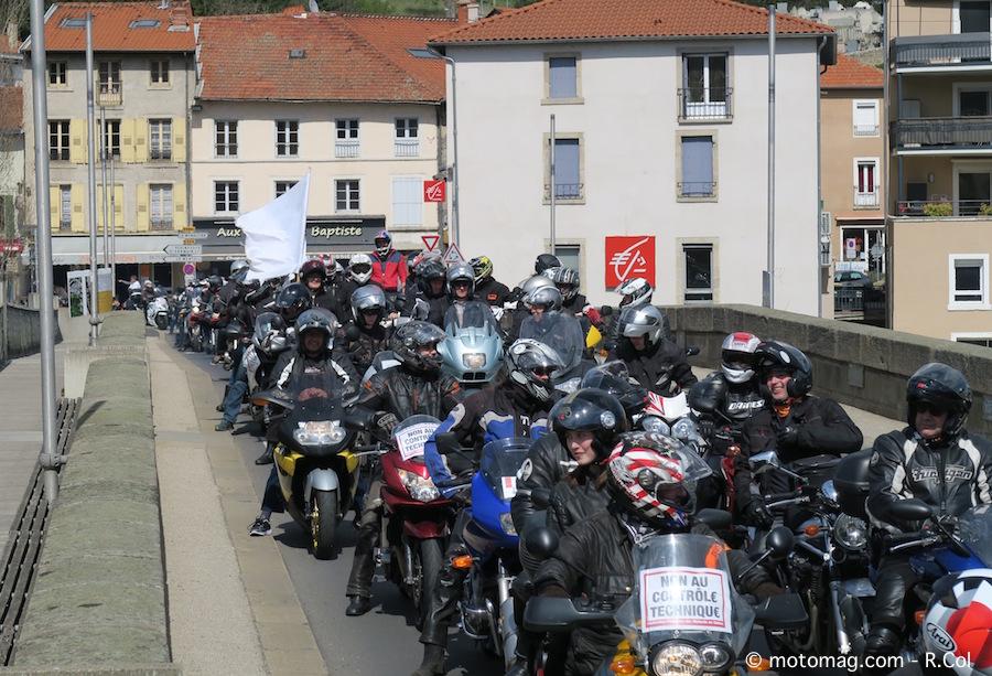 manifestation ffmc 43 300 motards en route vers la moto magazine leader de l. Black Bedroom Furniture Sets. Home Design Ideas
