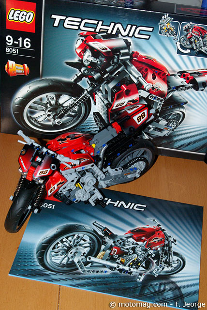 id e cadeau moto lego technic 8051 ludique et moto magazine leader de l actualit. Black Bedroom Furniture Sets. Home Design Ideas