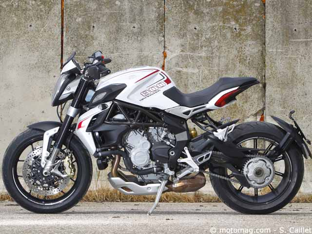 mv agusta 800 dragster figure de style moto magazine leader de l actualit de la moto et. Black Bedroom Furniture Sets. Home Design Ideas