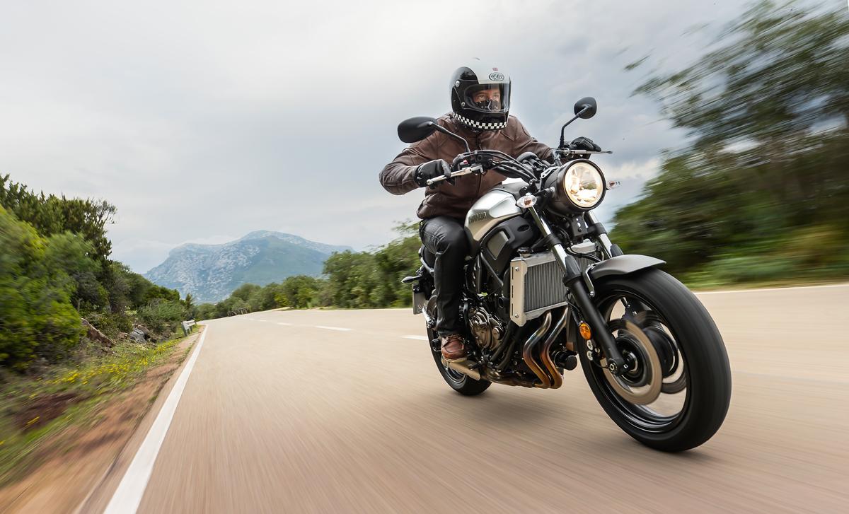 la yamaha xsr 700 arrive dans les concessions le 17 moto magazine leader de l. Black Bedroom Furniture Sets. Home Design Ideas