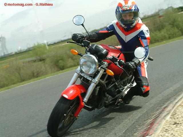 open mutuelle des motards 2011 tous en piste moto magazine leader de l actualit de la. Black Bedroom Furniture Sets. Home Design Ideas