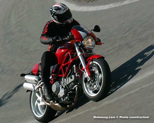 ducati 1000 monster s2r moto magazine leader de l actualit de la moto et du motard. Black Bedroom Furniture Sets. Home Design Ideas