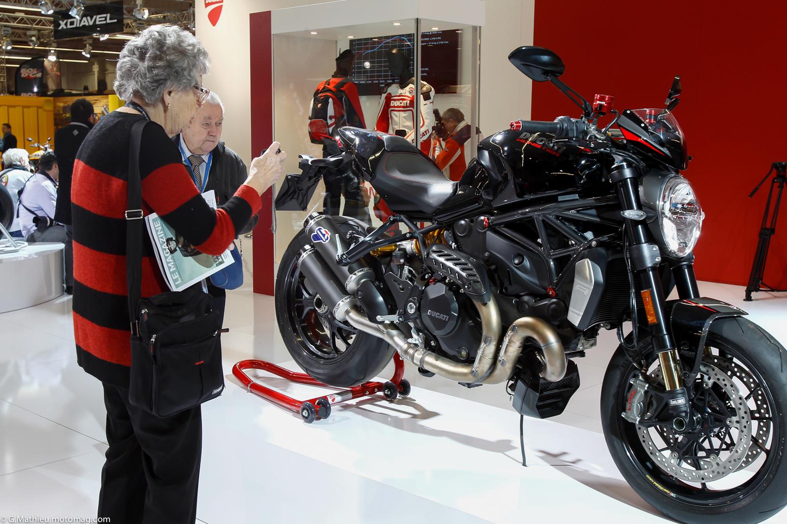 Salon de la moto de paris le plein d 39 images moto for Garage moto ouvert le dimanche