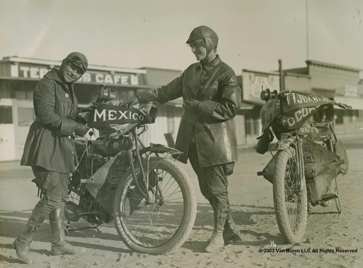 En 1916, la première traversée féminine à moto des USA Soeurs-van-buren-traversee-usa-1916_03