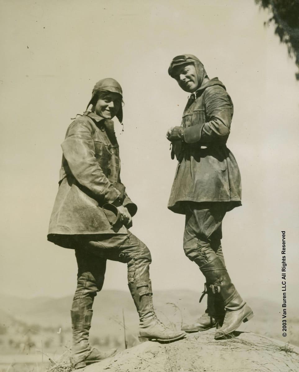 En 1916, la première traversée féminine à moto des USA Soeurs-van-buren-traversee-usa-1916_07