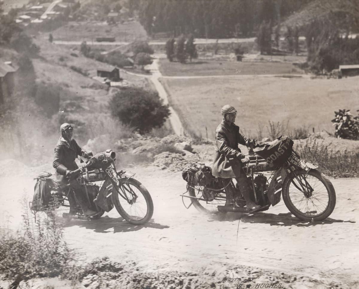 En 1916, la première traversée féminine à moto des USA Soeurs-van-buren-traversee-usa-1916_12