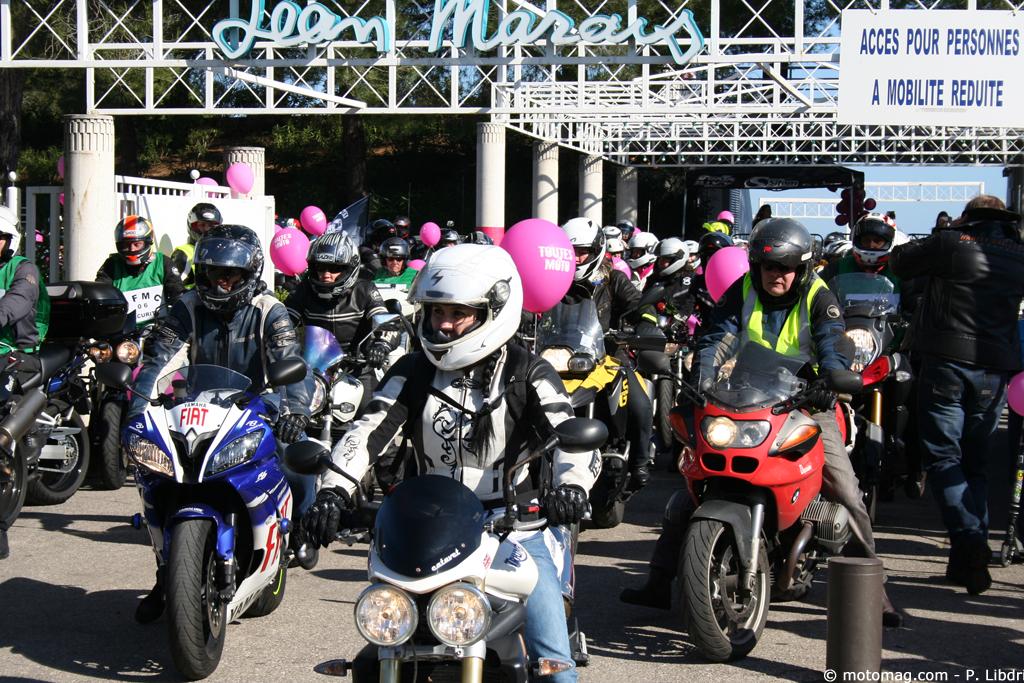 toutes en moto 2015 550 motardes dans les rues de moto magazine leader de l. Black Bedroom Furniture Sets. Home Design Ideas