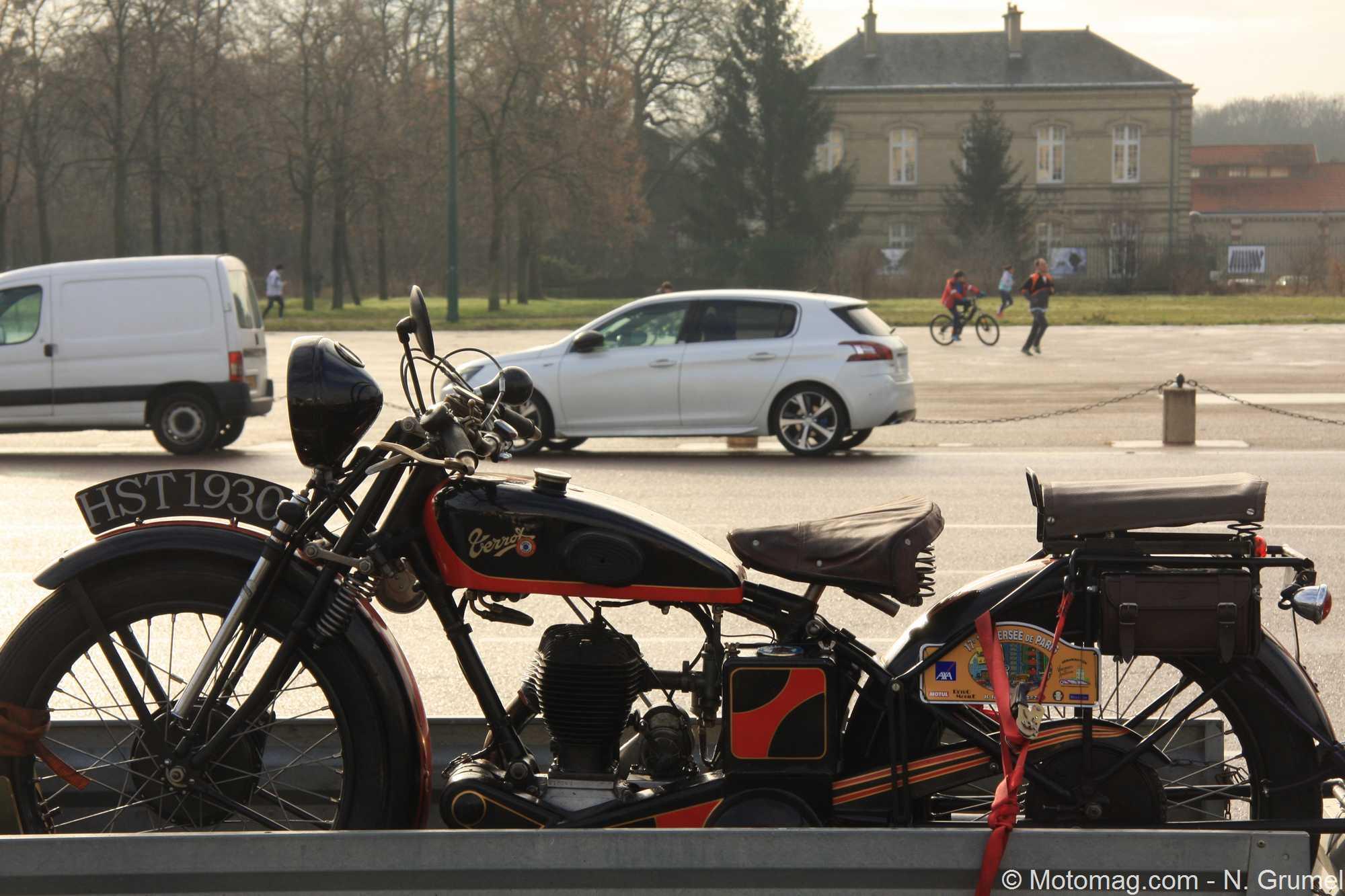 Moto ancienne : trois &laquo;<cite>beautés</cite>&raquo; croisées lors de la Traversée de Paris