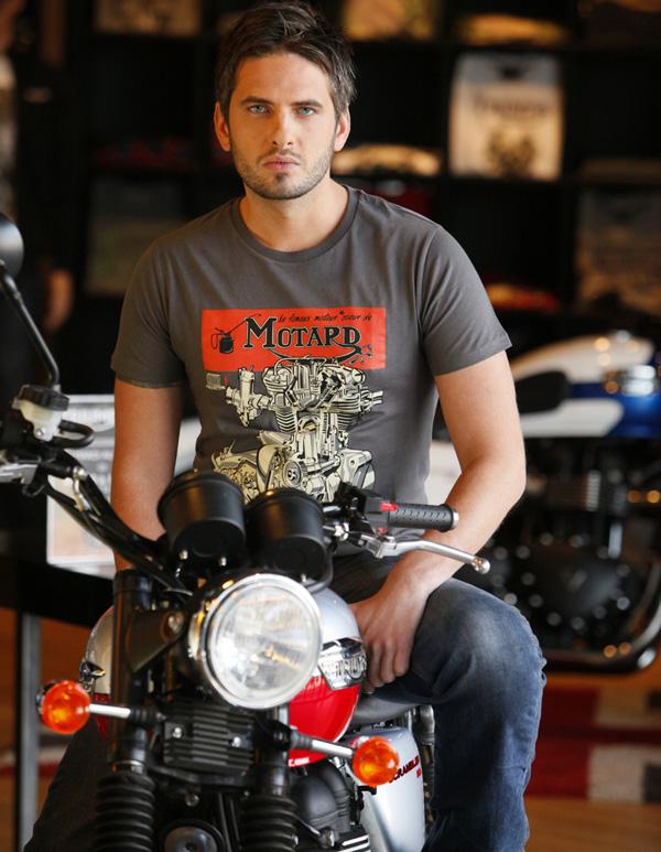 t shirt moto bonneville coeur de motard 25 euros moto magazine leader de l actualit de. Black Bedroom Furniture Sets. Home Design Ideas