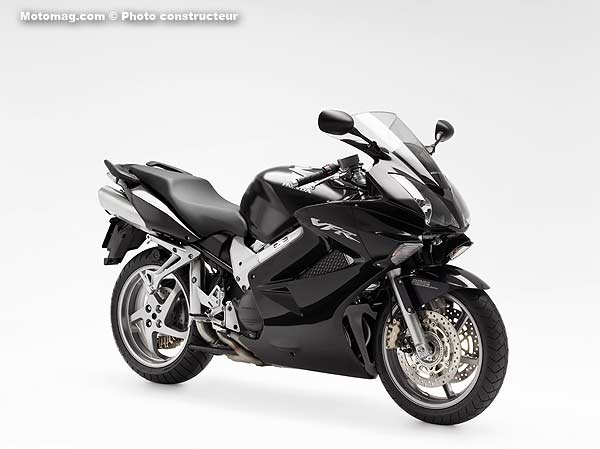 Honda 800 VFR : belle version noire