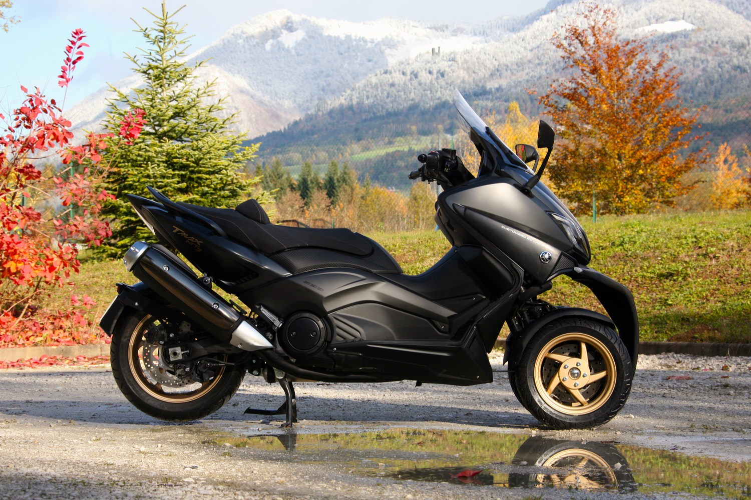 lazareth pr sente le mt3 un scooter yamaha tmax moto magazine leader de l actualit. Black Bedroom Furniture Sets. Home Design Ideas