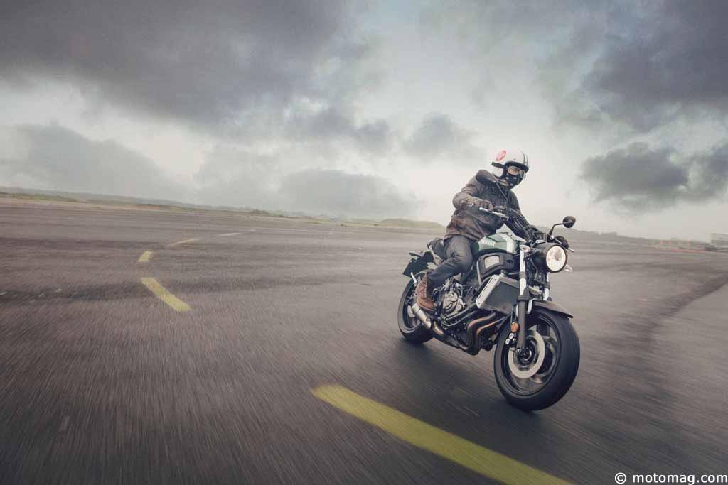 nouveaut moto 2016 yamaha xsr 700 une mt 07 la sauce moto magazine leader de l. Black Bedroom Furniture Sets. Home Design Ideas