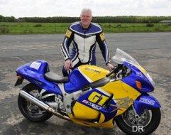 401 km h moto nouveau record du monde de vitesse moto magazine leader de l. Black Bedroom Furniture Sets. Home Design Ideas