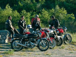 Comparatif Norton 850 Commando / Laverda 750 SF3 / (...)