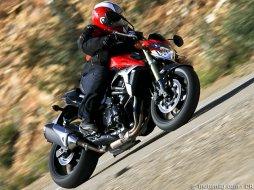 suzuki gsr 750 moto magazine leader de l actualit de la moto et du motard. Black Bedroom Furniture Sets. Home Design Ideas
