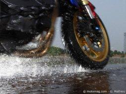 pneus moto sport touring le comparatif 2011 moto magazine leader de l actualit de la moto. Black Bedroom Furniture Sets. Home Design Ideas