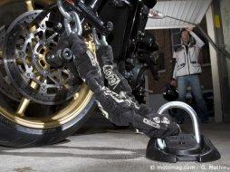 Vol de moto 9 ancres ou anneaux d arrimage test s par for Deplacer sa moto dans un garage