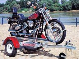 arrimer sa moto sur une remorque moto magazine leader de l actualit de la moto et du motard. Black Bedroom Furniture Sets. Home Design Ideas